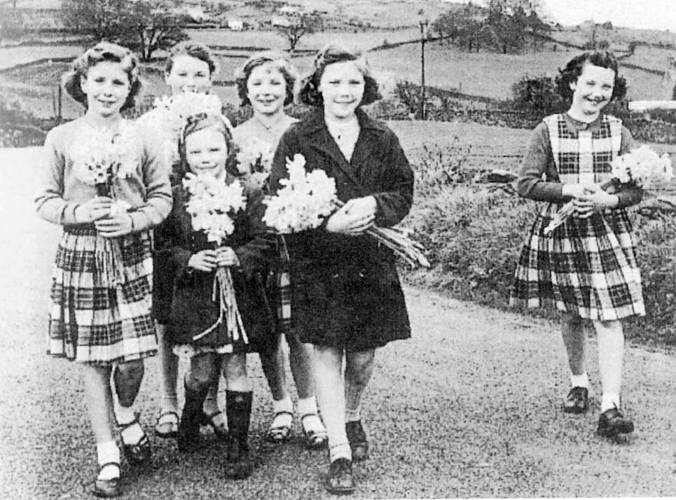 Violet Newcombe, Joyce & Irene Rockliffe, Joan Wood, Susan & Wendy Hayton making a bit of pocket money selling daffodils